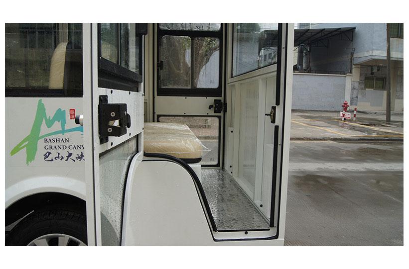 ทางขึ้นรถบัสโดยสารไฟฟ้า มีประตู custom ktpan