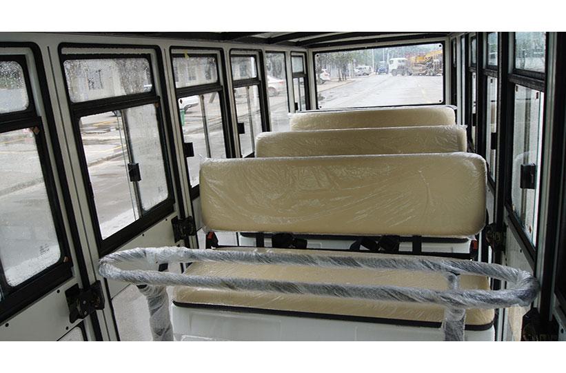 ภายในรถบัสโดยสารไฟฟ้า มีประตู custom ktpan